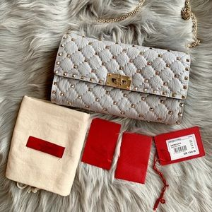 💝Authentic Valentino Rockstud Wallet on a Chain💝